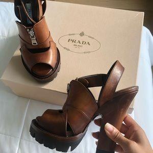 👡Prada brown chunk heel sandals👡